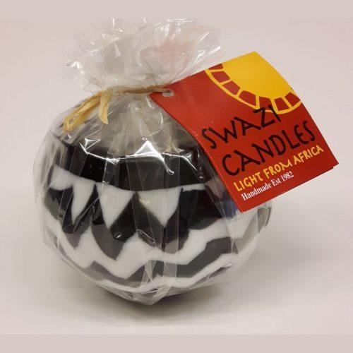 Fairtrade bolkaars Swazi Candlle zwart wit met grillige horizontale strepen